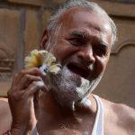 Man-met-scheerkwast-Jaisalmer-19-3-2020.JPG